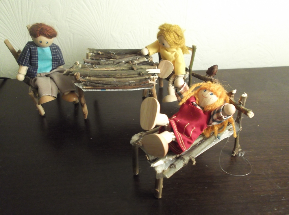 stick doll's house bed, table & chairs